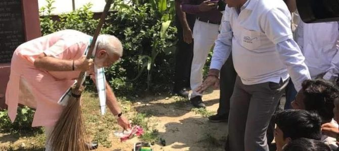 PM Narendra Modi offering Shramdaan as part of #SwachhataHiSeva movement at the Baba Sahib Ambedkar Secondary School in Paharganj, Delhi.